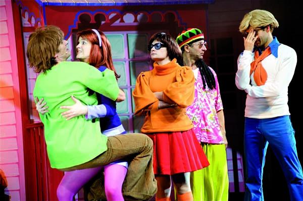comme dans le dessin anim sur scne la bande des 5 scooby sammy vera fred et daphn nous entraine dans de folles aventures avec des pirates fantmes - Dessin Anim Scooby Doo