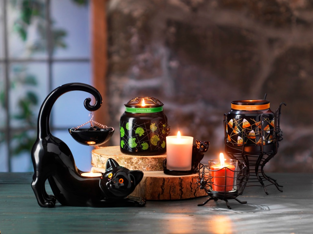 black-cat-spiderweb_yankee-candle